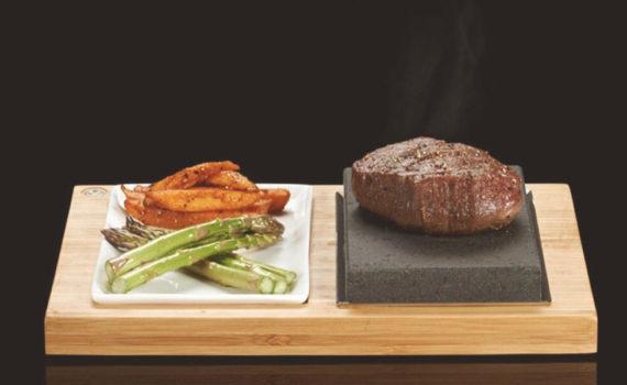 Gegrilltes Steak auf Lavagrill